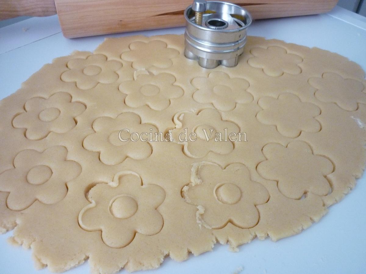 Preparación de las galletas rellenas de mermelada - Cocina de Valen