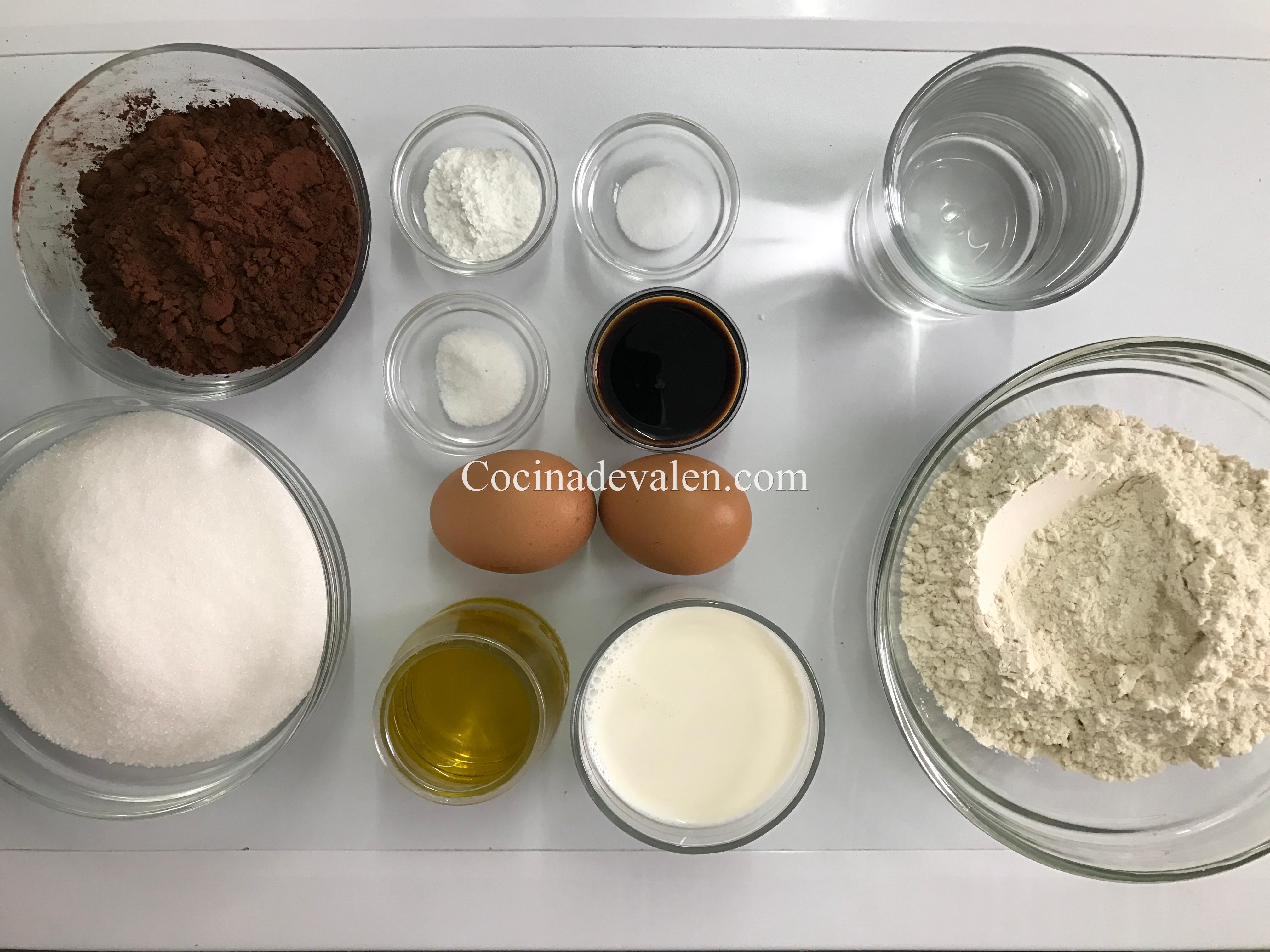 Bizcocho de chocolate muy jugoso - Cocina de Valen